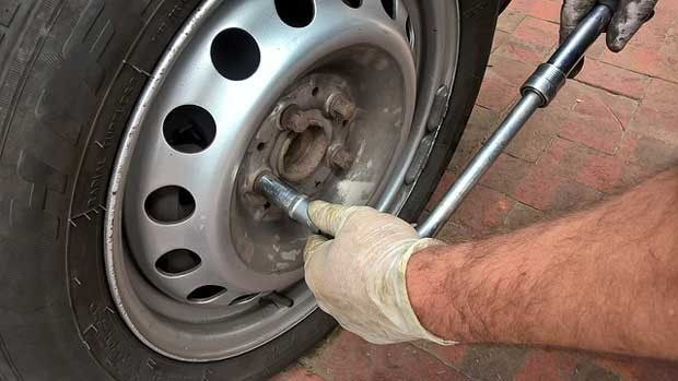 Learn when to replace tyres of your car